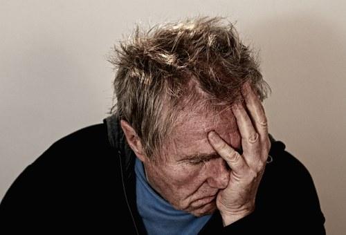 片頭痛の原因は視力なのか?